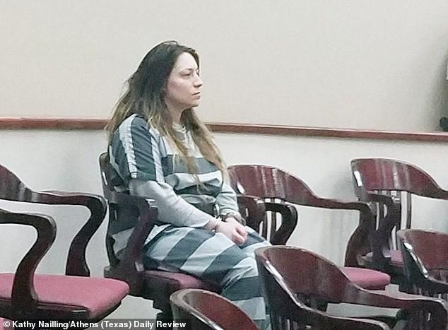 Bà mẹ dùng súng bắn chết 2 con gái nhỏ nhưng lời nói cầu cứu của người chồng khi hoảng loạn báo cảnh sát mới khiến người ta giật mình - Ảnh 4.