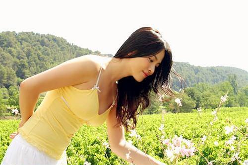 Đâu phải bây giờ mới táo bạo, Song Hye Kyo từng có những khoảnh khắc khoe vòng 1 đầy đặn nóng bỏng thế này cơ mà  - Ảnh 10.