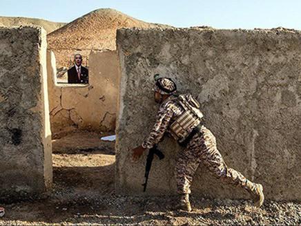 Bị chỉ định là khủng bố, hình ảnh Lãnh đạo Mỹ-Israel đã bị IRGC đối xử ra sao? - Ảnh 2.