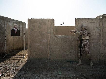 Bị chỉ định là khủng bố, hình ảnh Lãnh đạo Mỹ-Israel đã bị IRGC đối xử ra sao? - Ảnh 4.