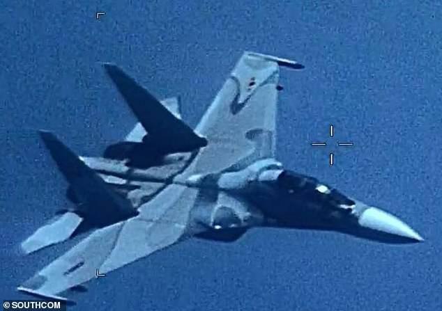 Su-30MK2 Venezuela dằn mặt máy bay Mỹ tiến gần biên giới: Nga hành động vô trách nhiệm? - Ảnh 1.