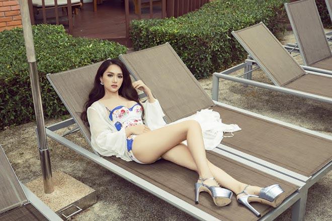 Hoa hậu chuyển giới Hương Giang khoe ảnh mặc bikini gợi cảm - ảnh 6
