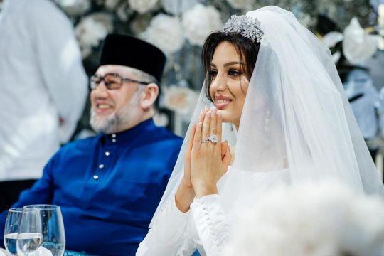 Luật sư xác nhận cựu vương Malaysia đã ly hôn với người đẹp Nga và tuyên bố gây sốc về thân thế đứa trẻ 2 tháng tuổi - Ảnh 1.