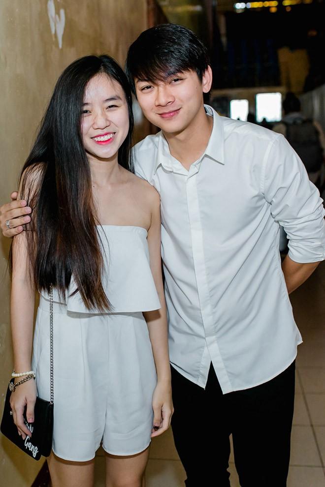 Vợ trẻ bất chấp chuyện gia đình phản đối, yêu Hoài Lâm từ năm 14 tuổi như thế nào?  - Ảnh 1.