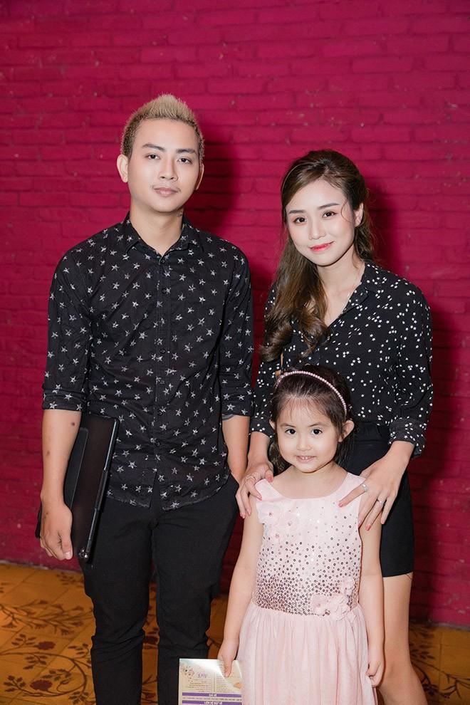 Vợ trẻ bất chấp chuyện gia đình phản đối, yêu Hoài Lâm từ năm 14 tuổi như thế nào?  - Ảnh 6.