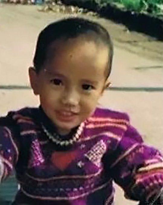Cậu bé đoàn tụ gia đình sau 18 năm bị bắt cóc nhờ điều đặc biệt này - Ảnh 2.