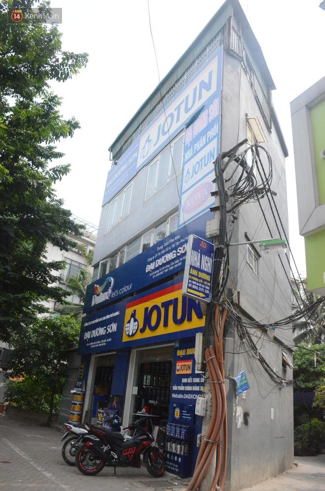 Chùm ảnh: Cận cảnh những căn nhà hình dáng siêu dị ở Hà Nội - Ảnh 1.
