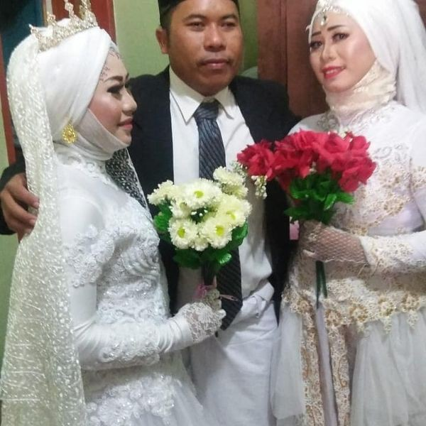 Đám cưới 1 chú rể 2 cô dâu gây sốc dân mạng và sự thật bất ngờ phía sau - Ảnh 1.