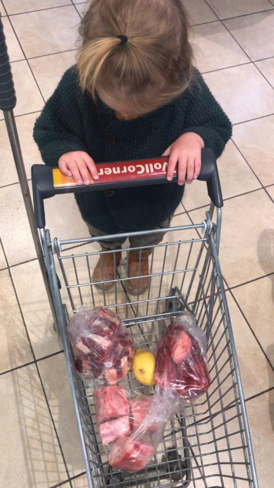Câu chuyện ăn uống kỳ lạ: Gia đình 3 người đều ăn thịt sống, không ăn rau củ quả - Ảnh 4.