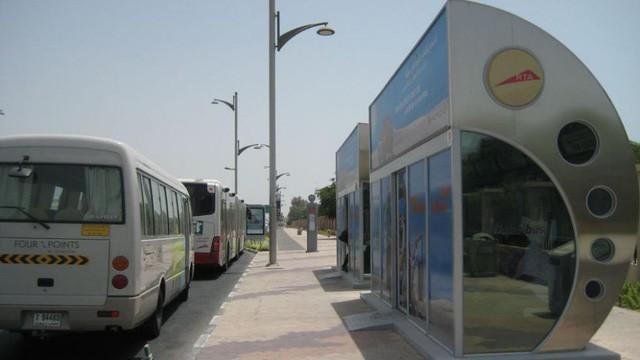 Đi du lịch đến Dubai, bạn sẽ hết hồn khi biết nhà chờ xe buýt có lắp điều hoà, vàng được bán ở cây ATM - Ảnh 1.