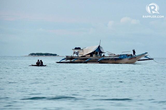 TT Duterte phải xin phép ông Tập để ngư dân Philippines đánh cá ở... EEZ Philippines - Ảnh 1.