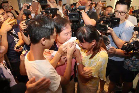 Cậu bé đoàn tụ gia đình sau 18 năm bị bắt cóc nhờ điều đặc biệt này - Ảnh 3.