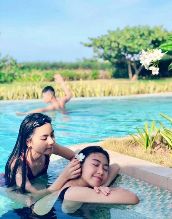 Con gái 14 tuổi của MC Quyền Linh được khen xinh như hoa hậu - Ảnh 3.