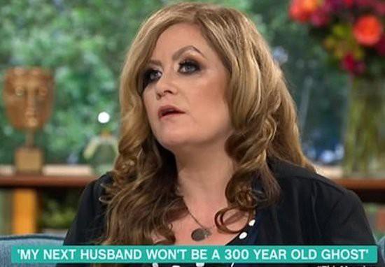 Người phụ nữ kết hôn với hồn ma cướp biển 300 tuổi rồi đòi li dị vì cảm thấy bị lợi dụng - Ảnh 3.