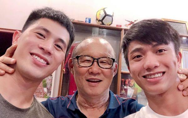 Sau gần 2 năm ở Việt Nam, HLV Park Hang Seo lần thứ 3 đổi mắt kính - Ảnh 1.