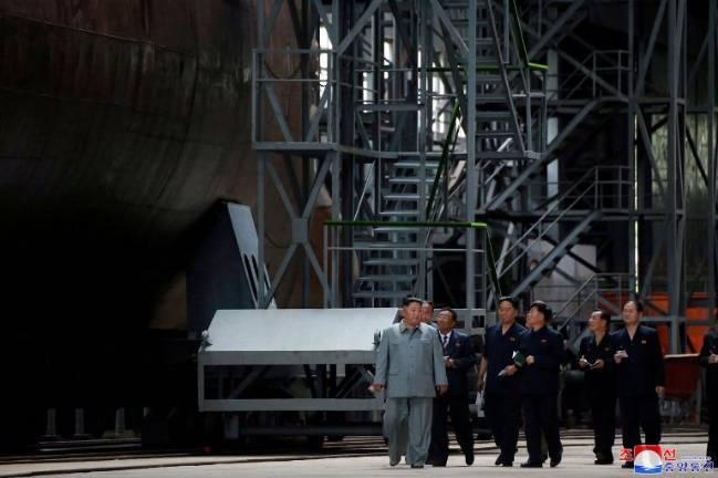 Giới chuyên gia phân tích tàu ngầm mới của Triều Tiên - Ảnh 2.