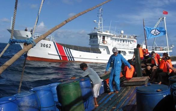 GS Carl Thayer: Vỏ bọc ngư dân trong chiến thuật vùng xám nguy hiểm của Trung Quốc trên Biển Đông - Ảnh 2.