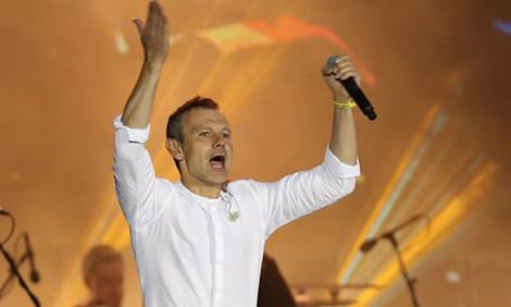Kết quả bầu cử sớm tại Ukraine: Cặp song tấu danh hài và ngôi sao nhạc rock - Ảnh 2.