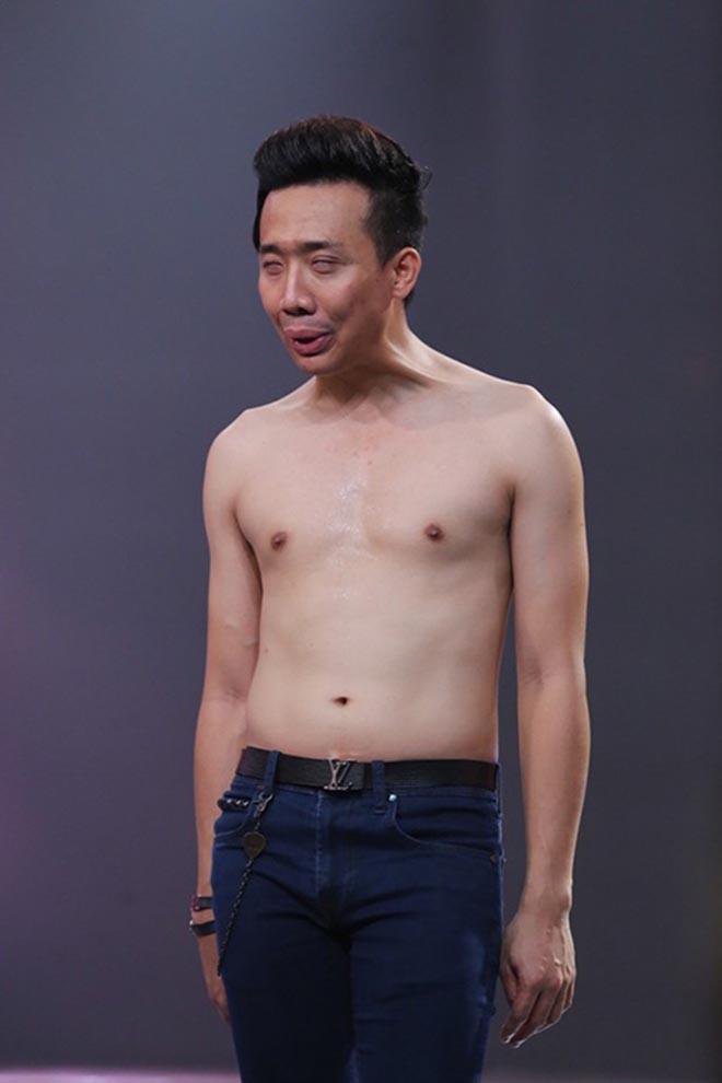 Những lần cởi áo khoe bụng hài hước của MC Trấn Thành - Ảnh 7.