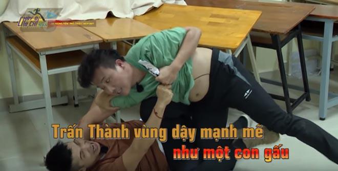 Những lần cởi áo khoe bụng hài hước của MC Trấn Thành - Ảnh 10.