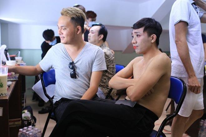 Những lần cởi áo khoe bụng hài hước của MC Trấn Thành - Ảnh 9.