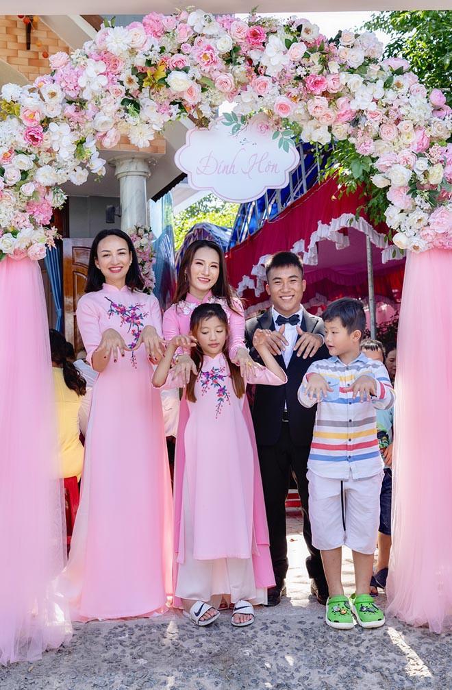 Danh tính em gái ruột không thích nổi tiếng của hoa hậu Ngọc Diễm - Ảnh 1.