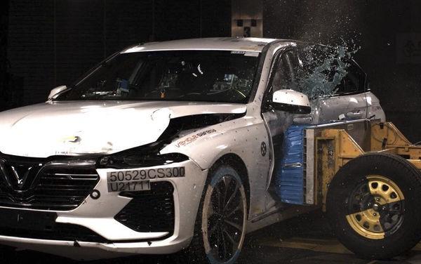 Choáng với màn thử nghiệm va chạm xe VinFast Lux tại châu Âu - Ảnh 1.