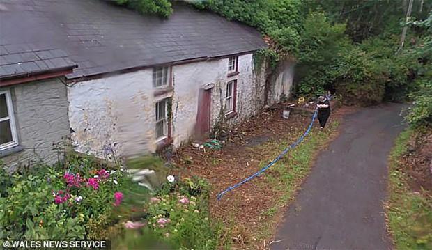 Con gái ướp và giấu thi thể mẹ trong căn nhà ngập ngụa rác thải suốt 3 năm, đến khi bị phát hiện lại nói 'không nhớ gì' - Ảnh 1.