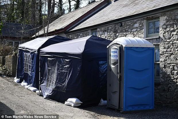 Con gái ướp và giấu thi thể mẹ trong căn nhà ngập ngụa rác thải suốt 3 năm, đến khi bị phát hiện lại nói 'không nhớ gì' - Ảnh 2.