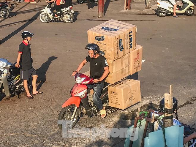 Chợ Long Biên ngày trùm bảo kê Hưng kính nhận án 48 tháng tù - Ảnh 12.