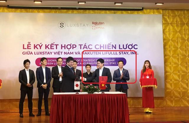 Nghi vấn dàn cá mập là chỗ thân quen với startup vừa nhận được deal 6 triệu USD Luxstay: Lộ hình ảnh Shark Hưng, Shark Việt cùng Shark Dzung trong sự kiện của Luxstay năm ngoái - Ảnh 1.