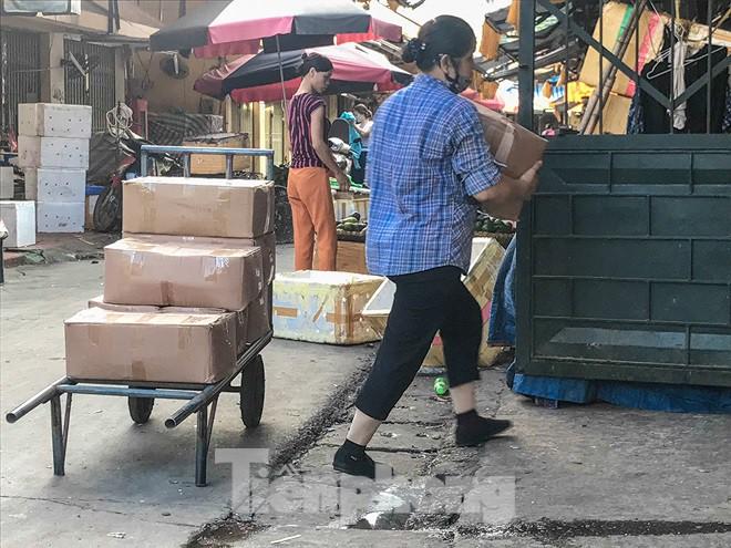 Chợ Long Biên ngày trùm bảo kê Hưng kính nhận án 48 tháng tù - Ảnh 8.