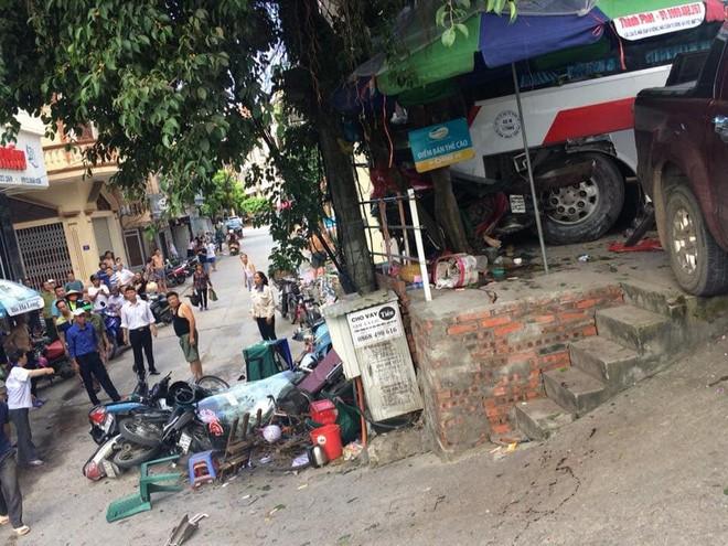 Cận cảnh hiện trường vụ tai nạn khiến 5 người thương vong ở Quảng Ninh - Ảnh 2.