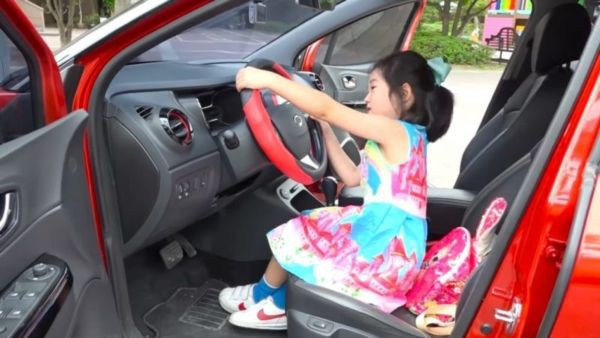Mới 6 tuổi, bé gái này đã tậu được nhà… 186 tỷ bằng tiền tự kiếm - Ảnh 3.