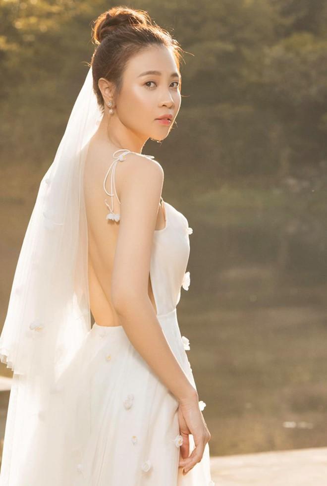 Vẻ gợi cảm và cuộc sống sang chảnh của Đàm Thu Trang trước ngày làm vợ Cường Đô La - ảnh 1