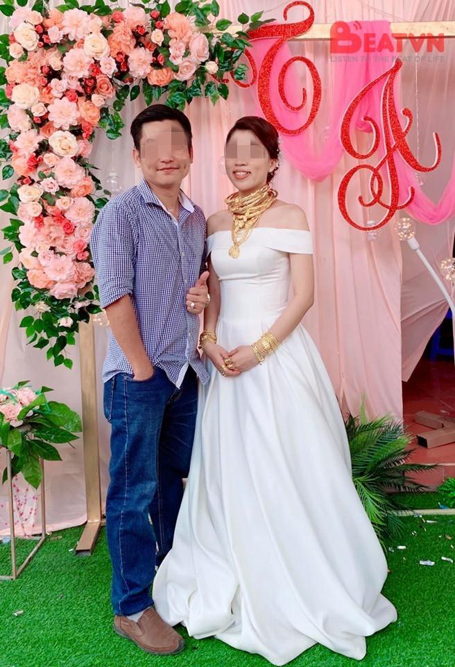 Hình ảnh cô dâu đeo vàng nặng trĩu cổ và kín 2 bàn tay trong ngày cưới khiến dân mạng trầm trồ - Ảnh 1.