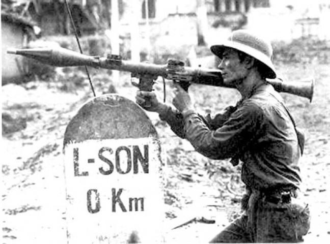 Bí ẩn tác giả bức ảnh tiêu biểu nhất cuộc chiến chống Trung Quốc xâm lược 1979 - Ảnh 1.