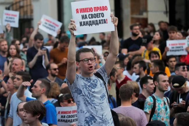 Biểu tình lớn tại Nga, hơn 1.000 người bị bắt giữ - Ảnh 2.