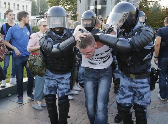Biểu tình lớn tại Nga, hơn 1.000 người bị bắt giữ - Ảnh 4.