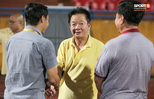 Bầu Hiển của Hà Nội FC xuống động viên CLB Quảng Nam giữa cuộc chiến trụ hạng và tin đồn một ông chủ nhiều đội bóng - Ảnh 2.