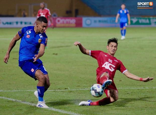 Bầu Hiển của Hà Nội FC xuống động viên CLB Quảng Nam giữa cuộc chiến trụ hạng và tin đồn một ông chủ nhiều đội bóng - Ảnh 5.