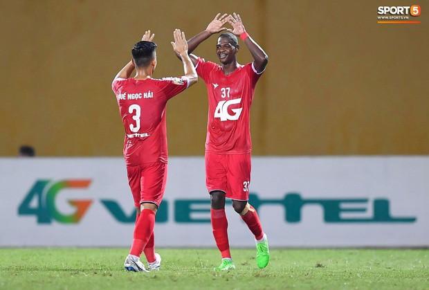 Bầu Hiển của Hà Nội FC xuống động viên CLB Quảng Nam giữa cuộc chiến trụ hạng và tin đồn một ông chủ nhiều đội bóng - Ảnh 6.