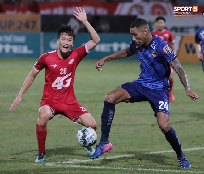 Bầu Hiển của Hà Nội FC xuống động viên CLB Quảng Nam giữa cuộc chiến trụ hạng và tin đồn một ông chủ nhiều đội bóng - Ảnh 9.