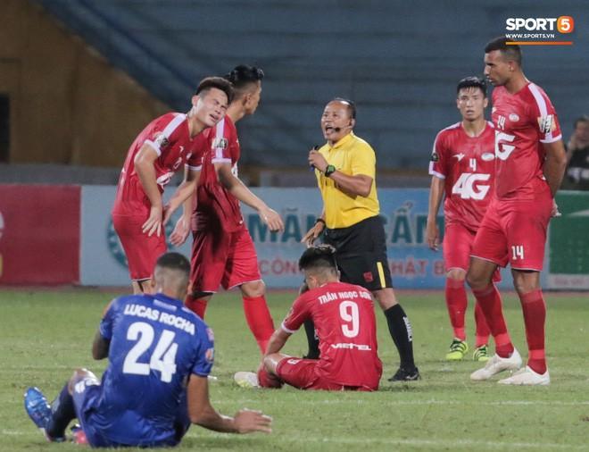 Bầu Hiển của Hà Nội FC xuống động viên CLB Quảng Nam giữa cuộc chiến trụ hạng và tin đồn một ông chủ nhiều đội bóng - Ảnh 10.