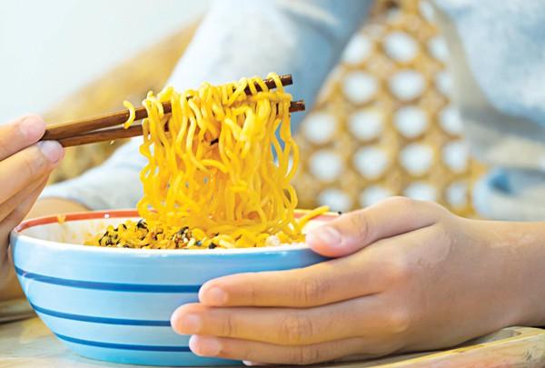 Mì ăn liền có tốt cho sức khỏe? - Ảnh 1.