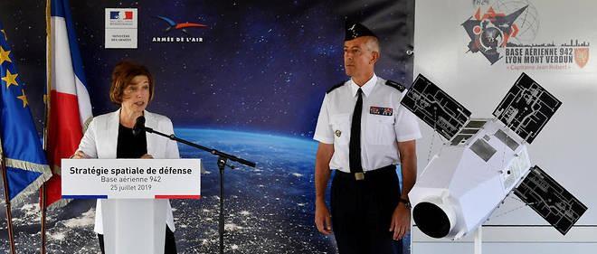 Pháp ý định phóng vệ tinh trang bị súng tiểu liên và tia laser để phòng vệ chủ quyền không gian - Ảnh 1.