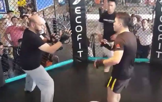 Flores có quân sư từng vô địch MMA Mỹ, sẽ đả bại Từ Hiểu Đông với một điều kiện? - Ảnh 3.