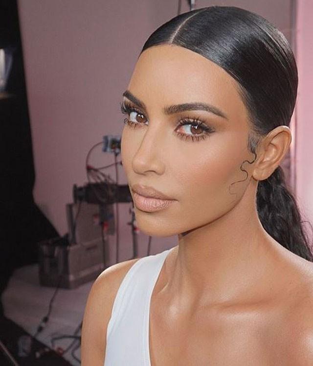 Chuyện quái dị về người phụ nữ hơn 40 năm không hé răng cười và bí mật chiêu làm đẹp không tốn 1 xu đến Kim Kardashian cũng muốn học tập - Ảnh 9.