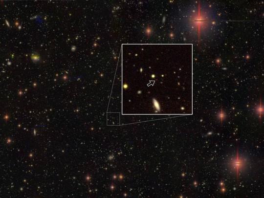 Siêu lỗ đen ma bằng 800 triệu Mặt trời hé lộ hiện tượng lạ - Ảnh 1.