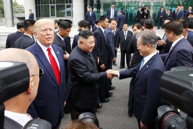 Tiết lộ hậu trường Mỹ-Triều: Chuyện TT Donald Trump nóng lòng bước qua biên giới Triều Tiên - Ảnh 1.
